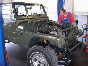 Jeep Wrangler YJ Neuaufbau im Army Style: Allrad-Pauli
